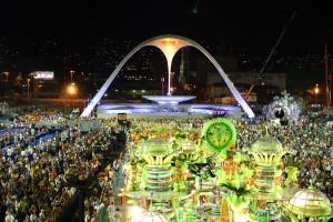 Blick auf den Karneval im Sambódromo (© Riotur, Embratur)