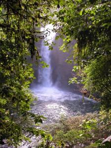 Wasserfall bei Baños (© Ecuadorianisches Ministerium für Tourismus)