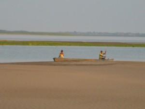 Flussstrand in Amazonien